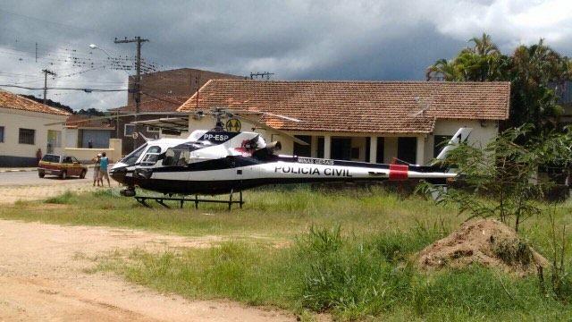 Helicóptero da Policia Civil reforçou as buscas aos criminosos.