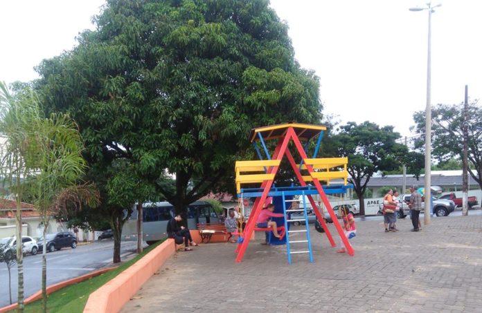 Casinha de madeira é o novo atrativo da Praça do Berrante.