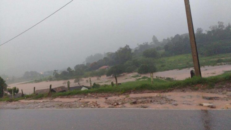 Terrenos inundados no bairro da Ponte Preta.