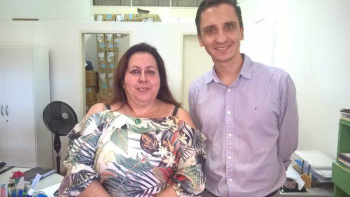 Vereador Rafael Silva ao lado da Secretária Municipal de Saúde, Dr. Vânia.