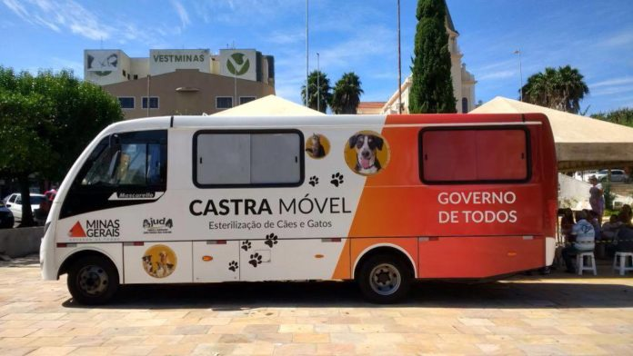 Veículo móvel que realiza a castração de cães e gatos