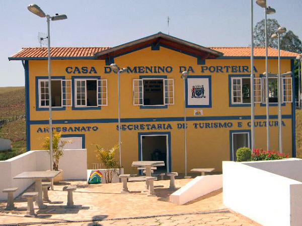 Casa do Menino da Porteira.