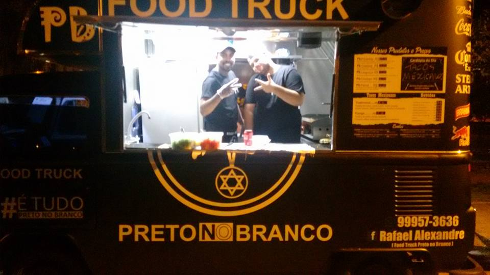 Food Truck Preto no Branco.