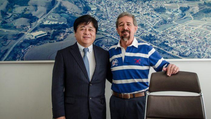 Prefeito Maurício e Makoto Kobayashi,