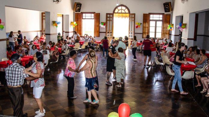 Baile dos idosos
