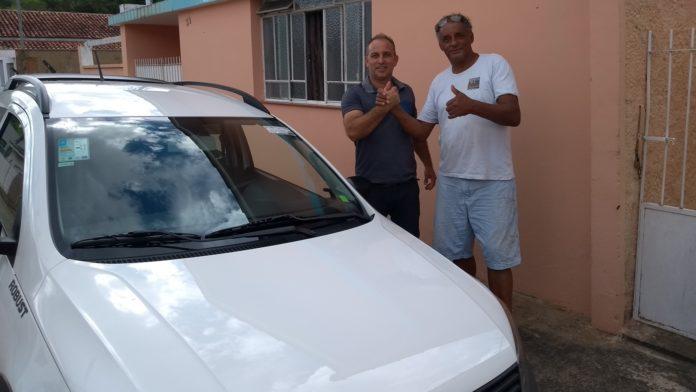 Vereador faz entrega do carro a APRIMOF
