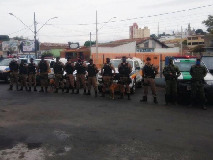 Policiais que participaram da Operação