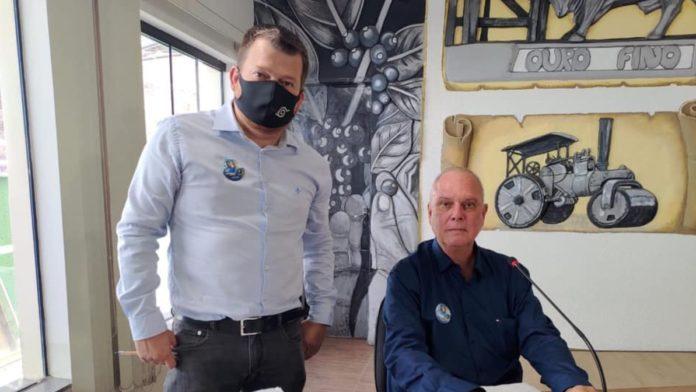 Paulo Henrique Melo ao lado de Henrique Wolf